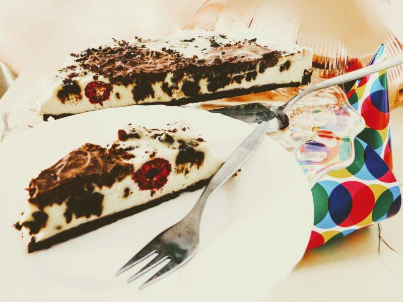 Narozeninový #raw dort s bílou čokoládou a malinami: recept!