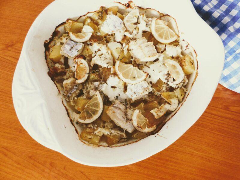 Lemon baked cod with cream thyme sauce & potatoes / Pečená citrónová treska s tymiánovo-smetanovou omáčkou a bramborami